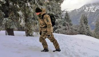 Резерв ВСУ испытывает многослойный полевой зимний комплект ВСУ в условиях высокогорных Альп